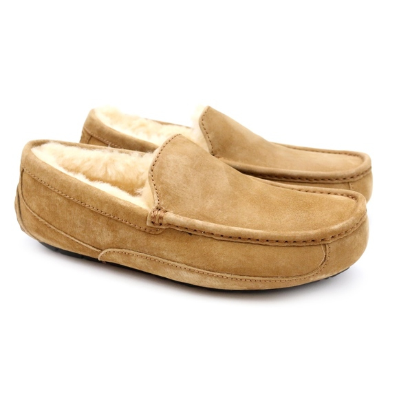 c2abe92dad8 UGG Ascot Sheepskin Suede Moccasin Slippers NEW! Boutique
